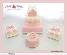 Mini cake na chrzciny, tort chrzcielny, bombonierka, czekoladki, tort w kształcie bombonierki, biało-różowy tort chrzcielny, chrzciny, dzidziuś, dziecko