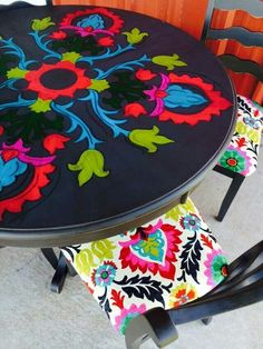 Recycling Old Chairs Funky Painted Furniture, Painted Chairs, Repurposed Furniture, Painting Furniture, Painted Tables, Decoupage Furniture, Table Furniture, Home Furniture, Furniture Design