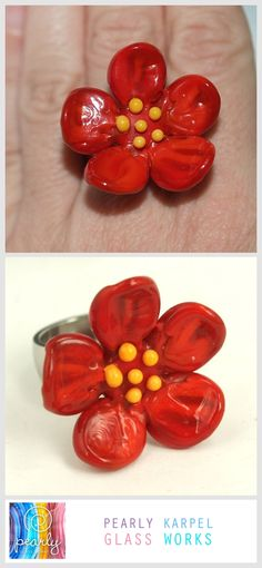 This silver plated ring features a lampwork 36mm that bead was made by me, include Changeable stainless steel ring.