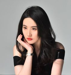 Liu Yifei poses for brand event Asian Woman, Asian Girl, Linda Park, Chinese American, Pretty Asian, Beauty Full Girl, Chinese Actress, Absolutely Gorgeous, American Actress