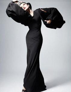 Maria Callas a little seasoned with Martha Graham