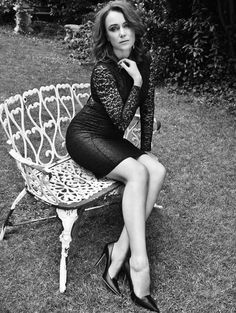 Keeley Hawes in Red Magazine October 2013 English Actresses, British Actresses, Actors & Actresses, Sexy Older Women, Sexy Skirt, Black And White Pictures, Sexy Legs, Beauty Women, How To Look Better