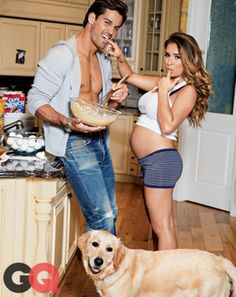 Eric Decker and pregnant wife Jessie James : Cute maternity pic.