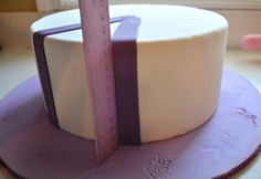 Cake Fixation: How to Make Evenly Spaced Stripes on a Cake