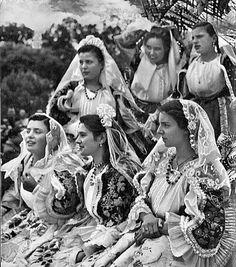 Donne di Sennori (SS) nel 1955 e gli splendidi abiti.