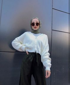 Abaya Style 765049055435867301 - Source by saragoure ideas hijab Source by EnaClothes Modern Hijab Fashion, Street Hijab Fashion, Hijab Fashion Inspiration, Muslim Fashion, Mode Inspiration, Modest Fashion, Fashion Clothes, Fashion Outfits, Men Fashion