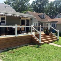 Deck railing isn't just a safety and security attribute. It can include a stunning aesthetic to mount a decked area or deck. These 36 deck railing ideas reveal you just how it's done! Cheap Privacy Fence, Privacy Fence Designs, Patio Deck Designs, Front Yard Design, Patio Design, Back Deck Designs, Diy Fence, Privacy Screens, House Deck