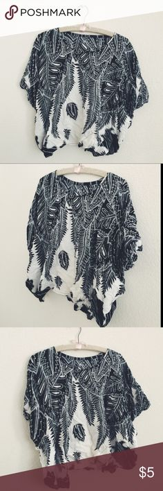 VINTAGE Women's Black & White Light Floral Top VINTAGE Black & White Women's Floral Top   Brand: N/A   Size:  Unlabeled but comparable to a S/P   Measurements:  Neck Opening:  9.5 in, Sleeve Opening:  7 in, Top of Shoulder to Bottom of Shirt:  20.5 in Tops Blouses