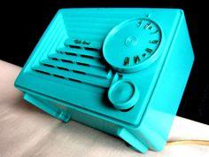 "Tele-Tone radio Tiny ""Extremely Rare"" mid century Turquoise 5 tube DECO M-R25!!!"