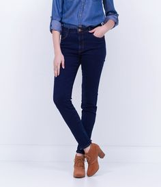 Calça feminina  Modelo cigarrete  Com zíper  Marca: Marfinno  Tecido: jeans  Composição: 98% algodão e 2% elastano  Modelo veste tamanho: 36         COLEÇÃO INVERNO 2016       Veja outras opções de    calças jeans femininas.