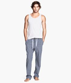 H&M Pyjama trousers Mens Pjs, Mens Pyjamas, Coast Outfit, Boy Fashion, Mens Fashion, Lounge Underwear, Mens Sleepwear, Marlon Teixeira, Textiles