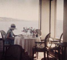 Bibi au restaurant d'Eden Roc Cap d'Antibes, 1920, Jacques Henri Lartigue http://www.jeudepaume.org/index.php?page=article