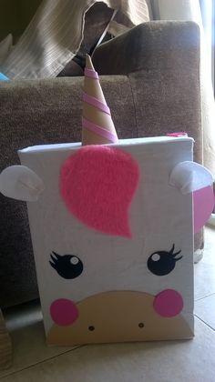 Caja de regalo con forma de unicornio reciclamos y ala vez hacemos algo bonito para regalar.