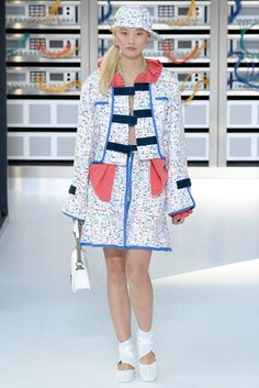 See all the Collection photos from Chanel Spring/Summer 2017 Ready-To-Wear now on British Vogue Fashion Week, Fashion 2017, Runway Fashion, High Fashion, Fashion Show, Paris Fashion, Cara Delevingne, Ballerinas, Karl Lagerfeld