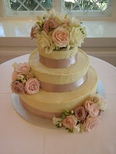 White chocolate wedding cake with fresh roses, yes! This is great because I haaatttteee wedding fruit cake things! Wedding Stuff, Wedding Ideas, Confectionery, Cakes And More, Beautiful Cakes, Yummy Cakes, White Chocolate, Delicious Desserts, Wedding Cakes