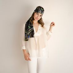 Etole Soie Spirale#fashion#accessoire#femme#foulard#textile intelligent#fleurs de Bach#scarf#bach flowers#emotis Textile Intelligent, Bell Sleeves, Bell Sleeve Top, Textiles, Chic, Women, Fashion, Bach Flowers, Headscarves
