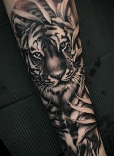 nice Animal Tattoo Designs - Dynamic tiger tattoo by Kimmo Angervaniva. Leg Tattoos, Body Art Tattoos, Tattoos For Guys, Male Tattoo, Tatoos, Dragon Tattoos, Samoan Tattoo, Polynesian Tattoos, Tiger Tattoo Sleeve