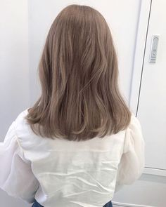 Frisuren Why not Replace the Incandescent With Cfl's? Ash Brown Hair Color, Hair Color Asian, Brown Hair Shades, Brown Blonde Hair, Light Brown Hair, Cool Tone Brown Hair, Ashy Hair, Winter Blond, Brown Hair Korean