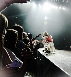 Stay Stay Stay - RED Tour <3 This song is sooo freaking adorable ;)