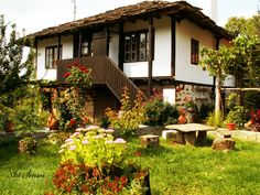 rustic home exterior Old House Design, Rustic Home Design, Rustic Houses Exterior, Spanish House, Village Houses, Stone Houses, Traditional House, House Painting, Rustic Farmhouse