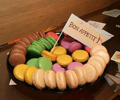 food representing various countries with flags in corresponding languages (macaroons for France)