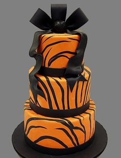 Tiger Striped Cake by Pink Cake Box in Denville, NJ. Instead of a bow have the third layer be a graduation cap :) Pretty Cakes, Cute Cakes, Beautiful Cakes, Amazing Cakes, Pastries Images, Tiger Cake, Pink Cake Box, Striped Cake, Fiestas Party