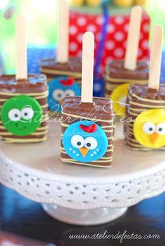 Que a Galinha Pintadinha é o personagem predileto de 8 entre 10 crianças de 0 á 4 anos, isso não é segredo para ninguém.  Mas desta vez a Pi... Happy Day, Marshmallow, Biscuits, Projects To Try, Easter, Baby Shower, Candy, Cookies, Chocolate