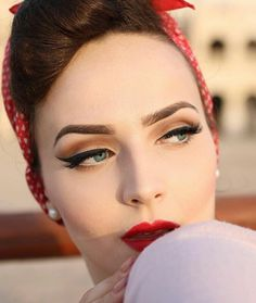 Ideas Vintage Makeup Look Pin Up Pinup Girls For 2019 Square Face Hairstyles, 50s Hairstyles, Vintage Hairstyles, Pin Up Makeup, Makeup Art, Hair Makeup, Crazy Makeup, Makeup Ideas, 1950s Makeup