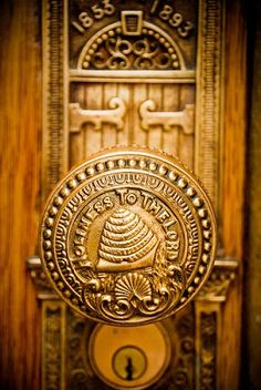Holiness To The Lord ~ door knob on LDS Salt Lake City temple Mormon Temples, Lds Temples, Arte Lds, Door Knobs And Knockers, Salt Lake Temple, Temple Pictures, I Love Bees, Bee Skep, Bee Art