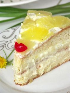 Pineapple Cake with Pineapple Cream Layers Recipe ~ Says: Any Fruit or Berries may be used here instead of the pineapple. I have done it with peaches, mangoes, strawberries & cherries. & they all were really good Yummy Treats, Sweet Treats, Yummy Food, Cupcakes, Cupcake Cakes, Bolo Normal, Sweet Recipes, Cake Recipes, Pineapple Cake