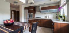 Modern kitchen interior with dinning room Modern Kitchen Interiors, Modern Kitchen Cabinets, Wooden Kitchen, Modern Kitchen Design, Contemporary Kitchens, Interior Modern, Beautiful Houses Interior, Beautiful Kitchens, Cool Kitchens