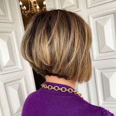 Complete your autumn lookbook with this stacked bob haircut. Tap to see more of these stacked bob hairstyles and haircuts. Photo credit: Instagram (@gilsonbitencourt). #stackedbobhairstyles #bobhaircuts Stacked Bob Hairstyles, Latest Hairstyles, Graduated Bob, Stacked Bobs, Trending Haircuts, Hair Type, Photo Credit, Hair Ideas, Hair Cuts