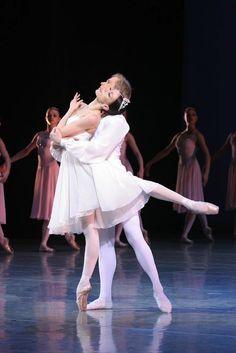 Ballet-Imperial_Tereshkina-Fadeev-by-N.jpg (800×1199)