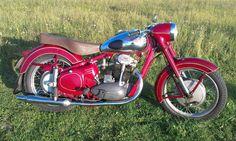 Jawa Jawa 350, Super 4, Old Bikes, Mopeds, Eastern Europe, Cars And Motorcycles, Motorbikes, Harley Davidson, Gold