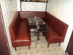 banquette traditionnelle gros dossier bas surpiqu et chapeliere laiton berbeche jouffroy d. Black Bedroom Furniture Sets. Home Design Ideas