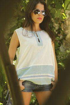 B001 Tamanho | Size: S/M  Descrição | Description: Blusa larga em linho | Large linen blouse  Composição: 100% Linho | 100% Linen  Preço | Price: 40€