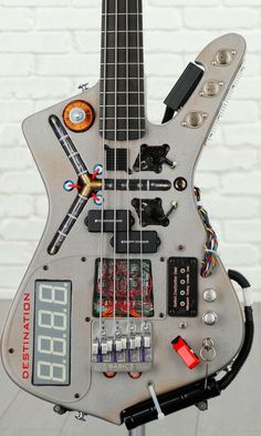 Guitar Rig, Guitar Parts, Cool Guitar, Guitar Building, Guitar Design, Custom Guitars, Back To The Future, How To Raise Money, Anton