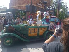 Donald and daisy- stars and cars parade