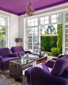 Adding visual interest with ceilings can be a creative and dramatic way to brighten your room. Design Inspiration: ULTRA VIOLET 2018 Pantone color of the year — The Decorista Purple Home Decor, Purple Interior, Decorating With Purple, Deco Violet, Salons Violet, Living Room Color Combination, Living Room Designs, Living Room Decor, Home Decor Ideas