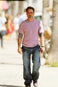 Robert Downey Jr... color coordinated - cute purple shoes :)