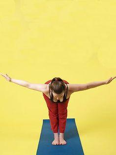 Sun Salutation (Mountain pose, swan dive, standing forward bend, flat back) Sun Salutation Sequence, Yoga Bewegungen, Mountain Pose, Yoga Poses For Beginners, Asana, Namaste, Diving, Improve Yourself, Stress
