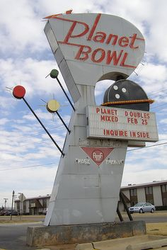 Planet Bowl ~ Neat Neon Sign great vintage I would bowl there Old Neon Signs, Vintage Neon Signs, Old Signs, Vintage Art, Roadside Signs, Roadside Attractions, Advertising Signs, Vintage Advertisements, Retro Signage