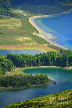 """Fire Lake (""""Lagoa do Fogo"""" in Portuguese). Sao Miguel island, Azores islands, Portugal"""
