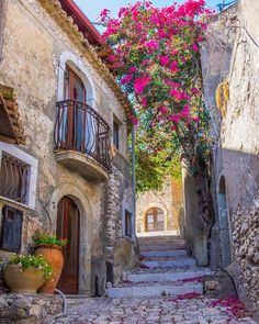 Forza d'Agrò, Sicily, Italy (photo by larita.sarta)