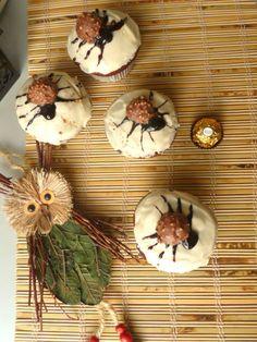 """""""Spider"""" muffins with Ferrero Rocher and yogurt    #food #muffin #Halloween #recipe #spidermuffins"""