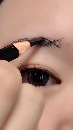 Eyebrow Makeup Tips, Makeup Tutorial Eyeliner, Eye Makeup Art, Natural Eye Makeup, Beauty Makeup Tips, Skin Makeup, Eyebrow Shaping Tutorial, Perfect Eyebrows Tutorial, Doll Eye Makeup