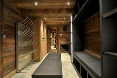 Chalet Carcajou ski & boot room