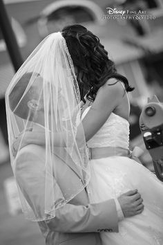 This idea for a photo is both adorable and romantic #wedding #veil