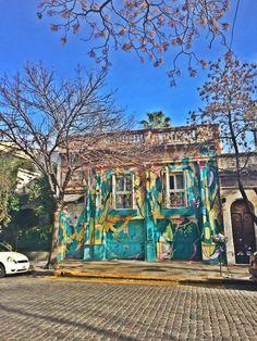Andando pelas charmosas ruas de Palermo e me encantando com suas casas igualmente charmosas.