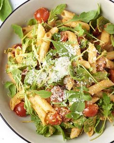 You& probably already made green pesto with basil, but what about the . Veggie Recipes, Pasta Recipes, Salad Recipes, Healthy Recipes, Diet Food To Lose Weight, Green Pesto, Tapas, Healthy Pastas, Penne
